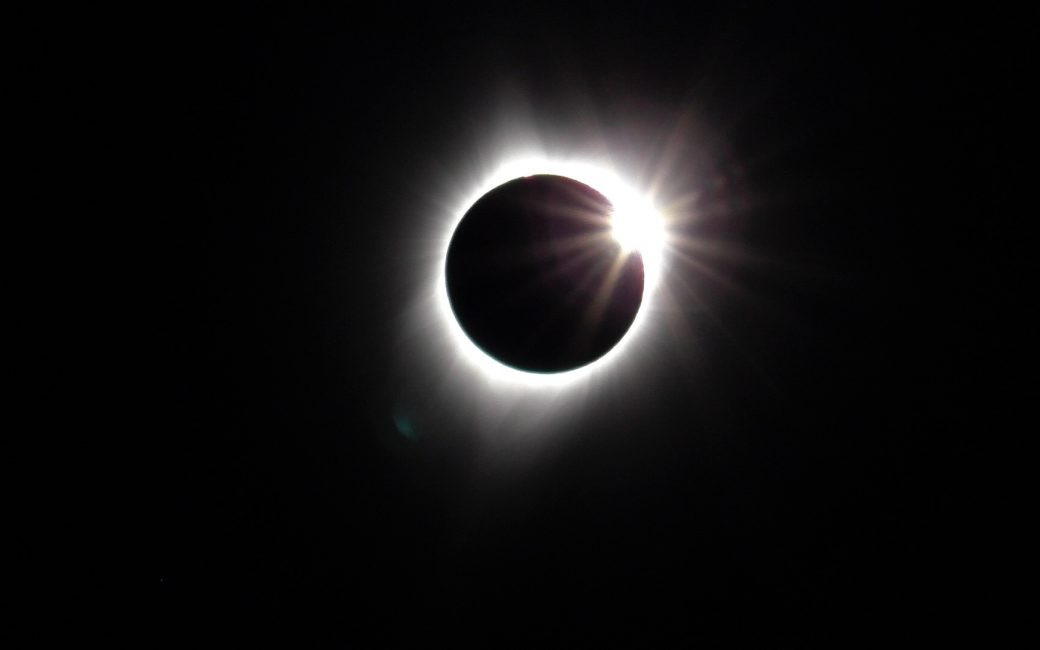 diamond ring on total eclipse