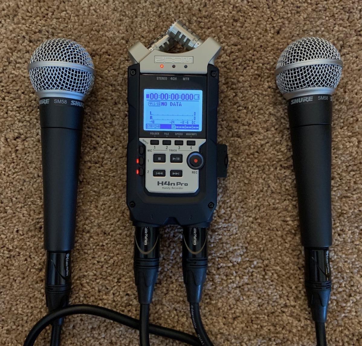 Zoom H4n Pro + 2 SM58 mics
